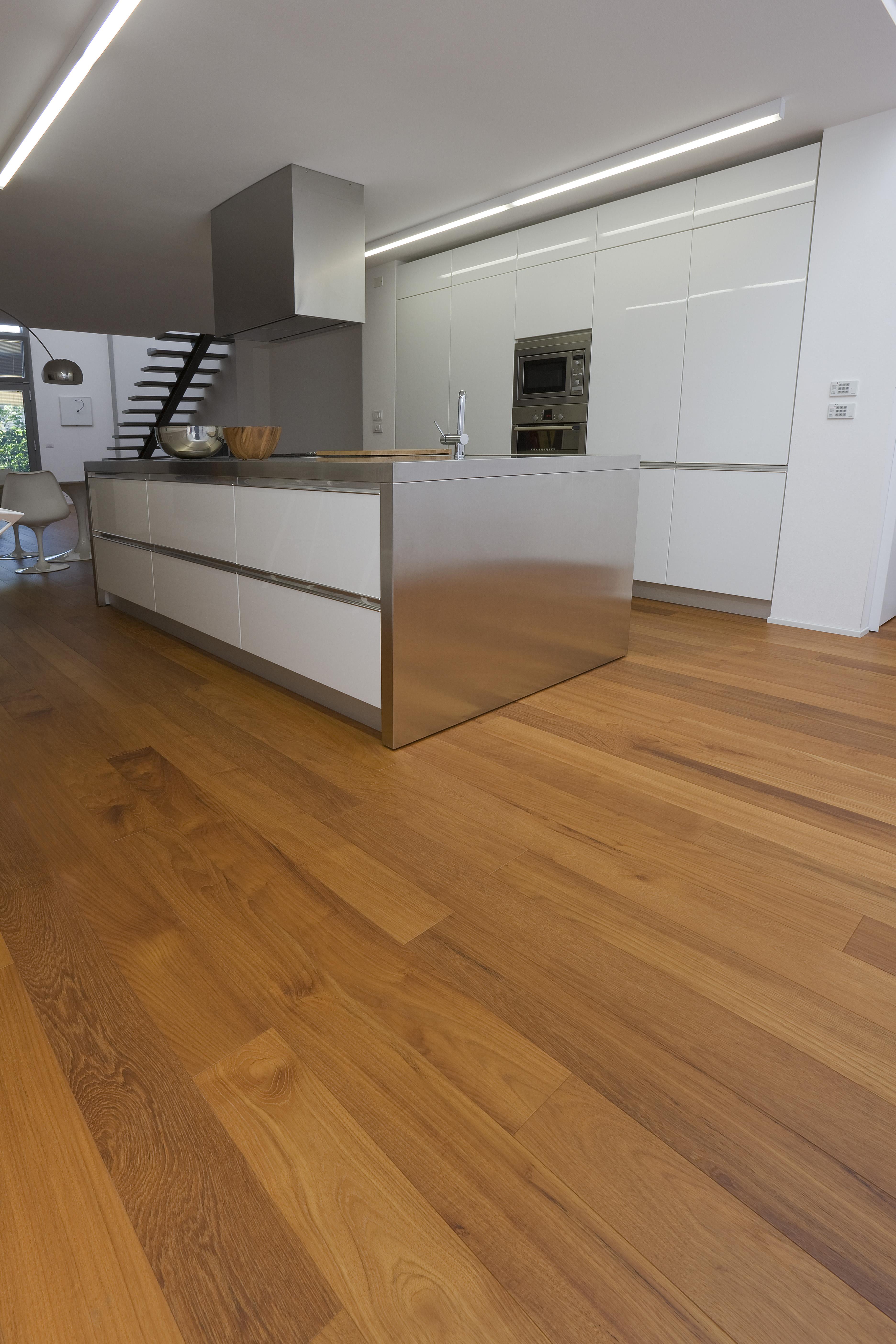Parquet da cucina gallery of x piastrelle da pavimento in for Mattonelle in vinile
