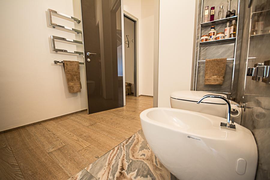 Parquet bagno free bagni con pavimenti in legno con for Piastrelle bagno parquet