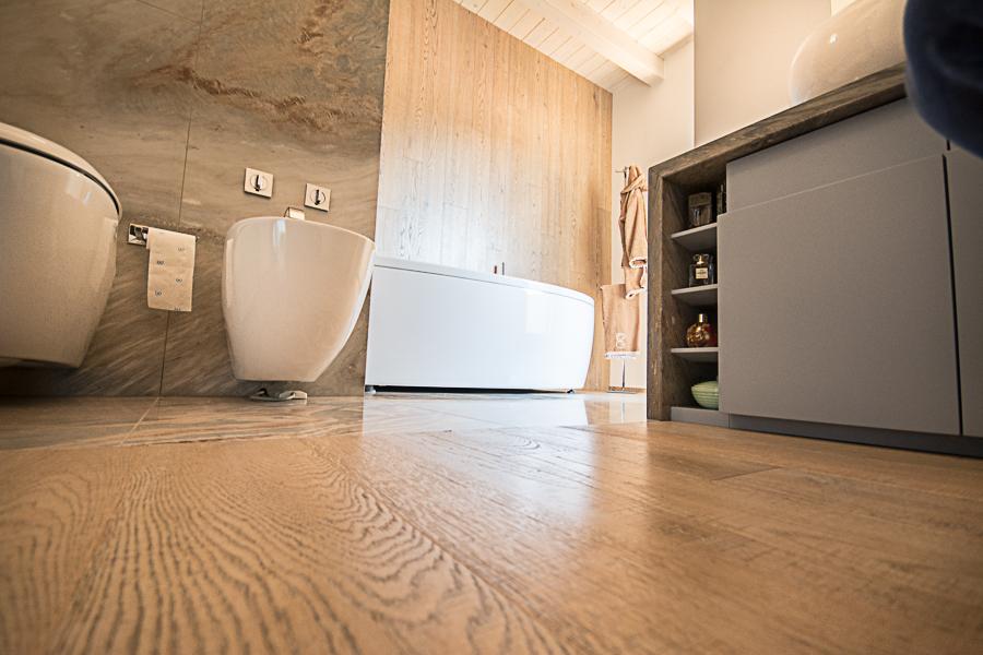 Il bagno beretta parquet essenza in legno - Bagno con parquet ...